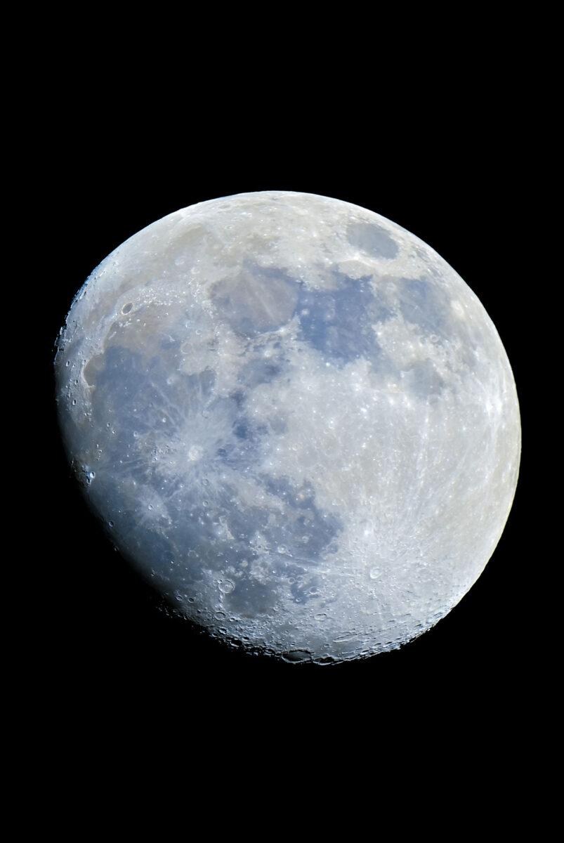 Mond fotografiert mit der Russentonne
