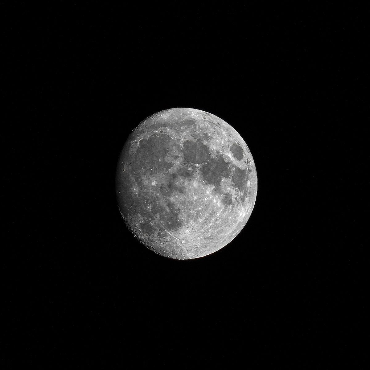 Mond bei 300mm Brennweite an Vollformat