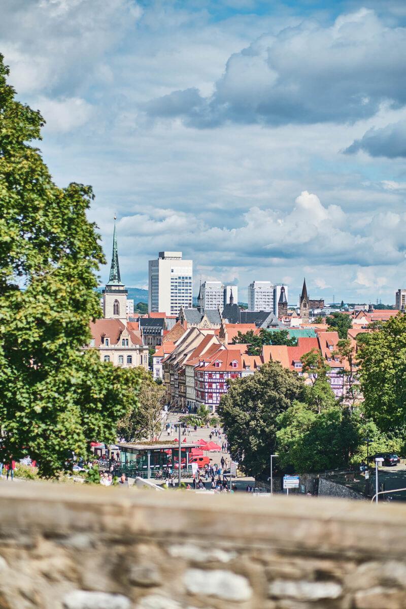 Blick auf Erfurts Altstadt von der Zitadelle Petersberg